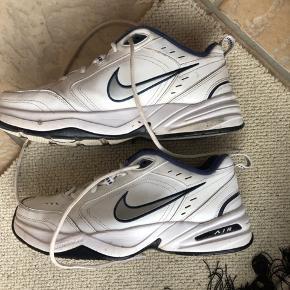 Et par fede sneakers til en god pris. Ved spørgsmål skriv endelig til mig😊 Prisen kan forhandles.
