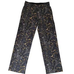 Elegante bukser fra Heartmade. Kun brugt 1 gang i blåt og floralt print med to sidelommer.  Indersøm 86cm