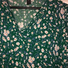 Kjole fra Y.A.S i grøn/blomstret