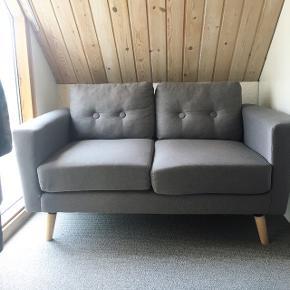 Nypris: 4400,-                  Mål: 137x87x80 // 82x87x80             Helt uden pletter og brugsspor                Sødeste lille sofa i Hay stil                Sælges med stol til 3000kr                                                    ☀️☀️☀️                ~ Byd gerne og skriv endelig ~             🌸 Rabat ved køb af flere ting 🌸                       👇🏻            👇🏻            👇🏻