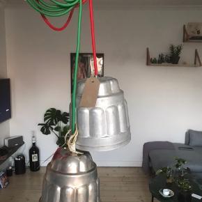 Lamper med stofledning, lavet af ældre franske forme, lamperne er lavet af Skitpyt Unika Design