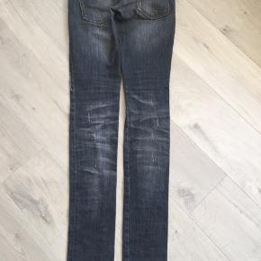 Fedeste jeans fra Italien. Meeeget lange, low rise, lille talje og liiiidt stretch