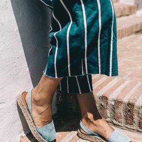 Flotte sommer sandaler i skøn blå farve  Aldrig brugt Nypris 750,- Lidt stor i str