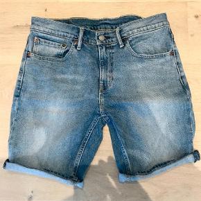 """Varetype: Shorts Størrelse: 31/32"""" Farve: Blå Oprindelig købspris: 600 kr.  Model 511  Str. 31"""