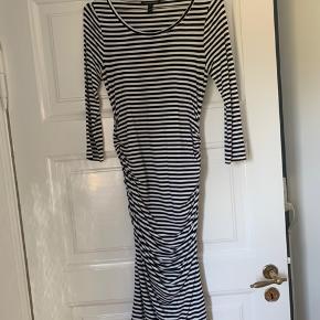 Ventekjole. Rigtig fin stribet kjole.