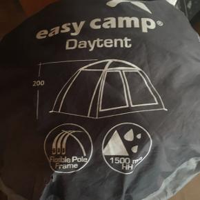 Day tent fra easy Camp. Meget nemt at slå op og praktisk til mange formål, 2 meter høj. . Ny pris 1200kr