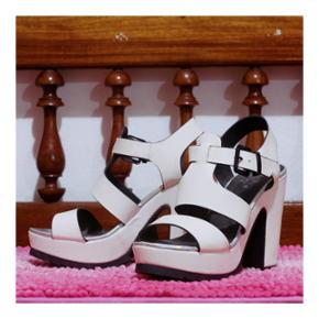 👠 Chaussures/sandales à talons blanches🔸️Taille 36