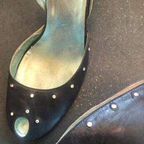 Fine heels - sko med similisten i skindet. Blå, brugt ganske få gange. skind ind- og udvendigt og skindsåler. Sender gerne. Sælges billigt som del af større oprydning - se også mine andre annoncer