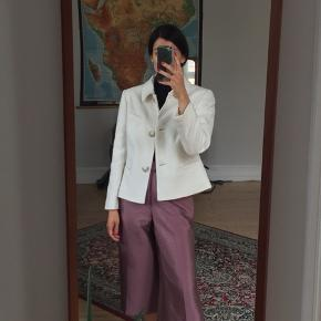 Vintage uldjakke/blazer i ægte Jackie O' stil!  Passer str. 34-36. God stand.