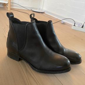 Sorte pæne støvler, brugte en gang. God stand.