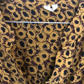 Fin blød silkeskjorte fra arket. Er så god som ny.