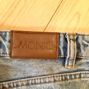 """Sprøde jeans fra Monki i """"Kimono"""" stilen. Talje = 28🐟"""
