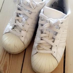 😍 Adidas originals😍Ægte Str. 38 2/3 Slidt derfor kun 29kr Afhentes 6700 Esbjerg 🛴 Sendes desværre ikke📮