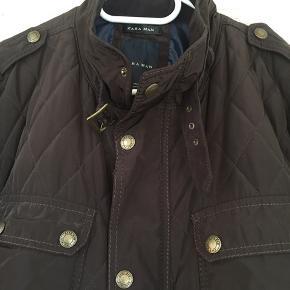 Så lækker termo jakke fra Zara - som ny - str XXL - men passer nemt en str XL - da der er knapper forneden til at udvide