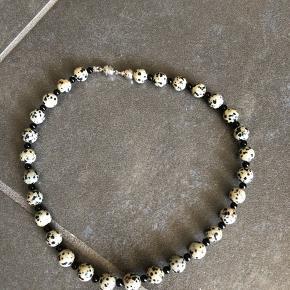 Super flot hals kæde i halv ædelsten med magnet lås  Ny og ubrugt