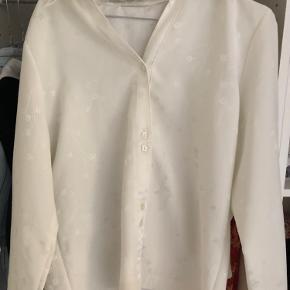 fin silkeagtig skjorte i lækker kvalitet