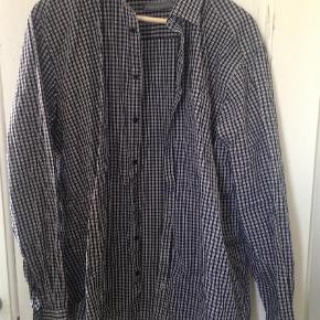 Brand: Angelo Litrico Varetype: Skjorte Farve: Hvid,Sort Oprindelig købspris: 300 kr.