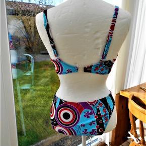 Badetøj, NY Bikini, Fleur, str. 36 E + M, Ubrugt  Ny Fleur bikini BH str. 36 E Trusse med foer Porto som forsikret pakke med DAO uden omdeling , fremme på 2-4 dage. Har mobil pay