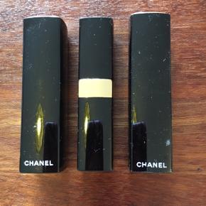 Sælger disse 3 fine læbestifter.  Man er velkommen til at komme og se dem.  De er brugte, men i god stand.  35 kr stk.