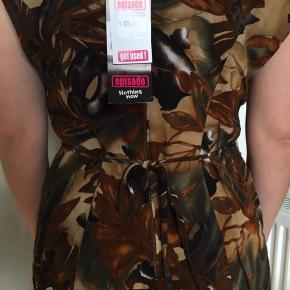 Eksotisk vintagekjole med bindebånd, købt i Episode. 🦜  #30dayssellout