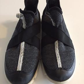Ecco sko. Måler 22 cm indv. Ser ud som nye.