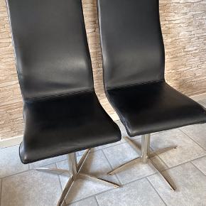 6 Stk  Højrygget spisebordsstole i ægte læder med drejefunktion, Siddehøjde 42 cm ,, ryglænets højde 56 cm.  Velholdte, nypris 1600 Kr stykket. Pris 350 Kr stykket, køb alle 6 stykker til 1500 Kr.  Returneres ikke .  Afhentes på 8270 Højbjerg.  Reserver gerne når halvdelen af beløbet betales i despotiom, Svarer varen ikke til dine forventninger , refunderes pengene .