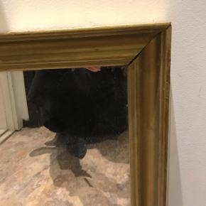 Fint gammelt guldspejl 39 x 51 cm