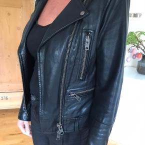 Super fed og lækker envii læderjakke i str S. Model Karlie Leather Jacket. Ingen tegn på slid!