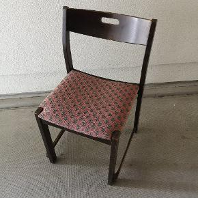 Fire stk stole. Sælges samles for 100, - i alt. Kunne godt trænge til en kærlig hånd, men kan sagtens bruges som de er.