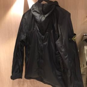 Stone Island jakke Tagget pic kan sendes privat Fitter 1.70-1.85 1.700 inklusiv fragt Cond 8/10 - lille hul