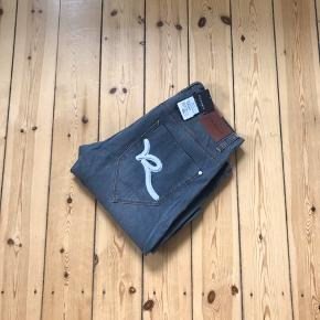 Rocawear jeans i str. 34/32. Aldrig brugt med prismærket stadig på 🌼