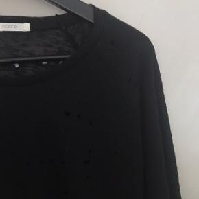 Hulet trøje (med vilje) fra Maché 🖤