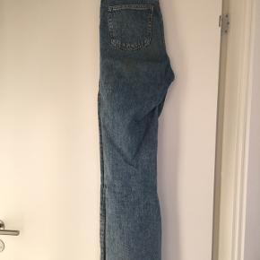 Straight fit jeans w25. Fejler intet, men trænger måske lige til at blive strøget   Byd endelig.