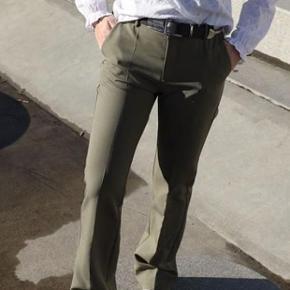 """Sælger disse fede bukser fra neo noir i modellen """"cassie"""". De er brugt få gange. De er i en str xs men passer også en normal small. Nypris 500 kr  🟥HAR ET PAR I BEIGE/BEUN TIL SALG OGSÅ. SÆLGES SAMLET FOR 400 KR.🟥"""