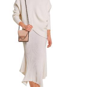 Varetype: Skuldertaske Størrelse: 22 x 16 ca. Farve: Nude  Super smuk taske fra Stella McCartney.