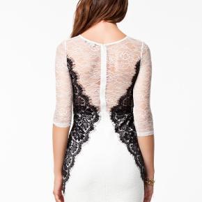 Smuk kjole med blonde str s. Aldrig brugt, med mærke  Sendes eller hentes i Glostrup📦 Se flere ting på min profil - følg gerne 🌼🐝