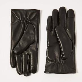 Størrelse: M/L  Premium stil Læderhandsker i en kasse Berøringsskærms fingerspidser 100% læder Farve: sort Produkt kode: 56M21QBLK C
