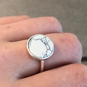 925, justerbar, marmor ring   Prisen er fast😊