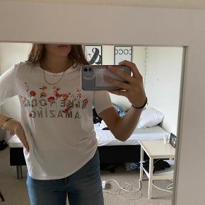 Sød t-shirt fra Only i en str. S.  Brugt et par gange🌸