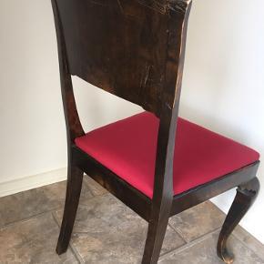 Ældre stol - men helt ok, sidder godt, pænt stof.