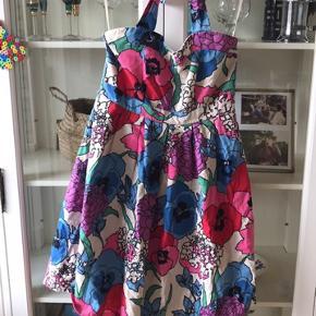 Vintage retro kjole i rockabilly stil med sweetheart udskæring
