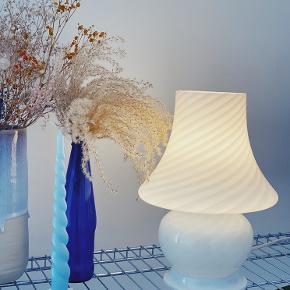 Super smuk Murano Mushroom bordlampe 🌸  H: 30cm   Uden skår med original ledning, stik og afbryder 👌🏻   Sender gerne 📦