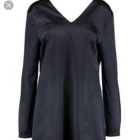Fin kjole, får den desværre ikke brugt. Fejler ikke noget da den aldrig er brugt. Mærket er stadig i.