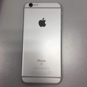 iPhone 6s sælges i 16 GB. Har en lille flænge i siden men har ellers altid haft cover og panserglas på. Sælges til en okay pris, så Byd endelig