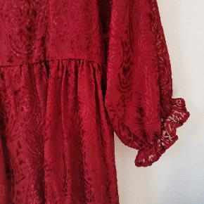 Fin kjole fra Asos Mål: L = 86 B = 45