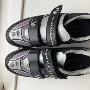 Spinning sko. Passer til cyklerne i fitness World  Lille i størrelsen