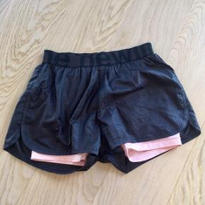 Lækre sports shorts med inder tights str. S - Kom gerne med et bud 👖