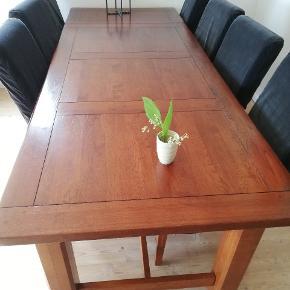 Solidt bord 180 x 90 inkl 2 ekstra bordplader 46 x 90 10 stole, brun emiteret lædder der ikke er pæne, hvortil der er købt stolestof til