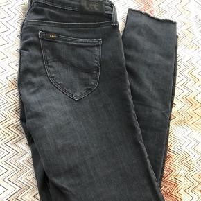 Super soft and comfy cropped  skinny's with rips. Size w29