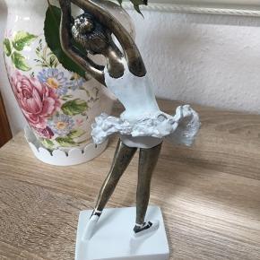 Ballerina med lyseblå kjole Den har kun været pakket ud for at tage billederne, ellers har den ligget i emballagen hele tiden.   Har aldrig været brugt La Vida, figur, pynt, danser, indretning